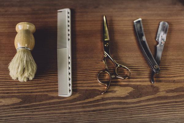 Gli strumenti per il taglio di wolf Barber Shop